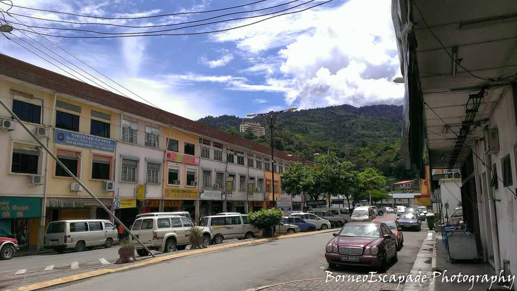 The town with Crocker Ranger in the background. Notice a hotel was built on the hill. It's Perkasa Hotel, Tenom
